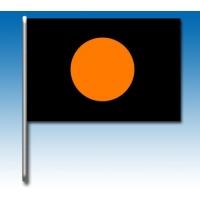 Bandera negro con círculo naranja